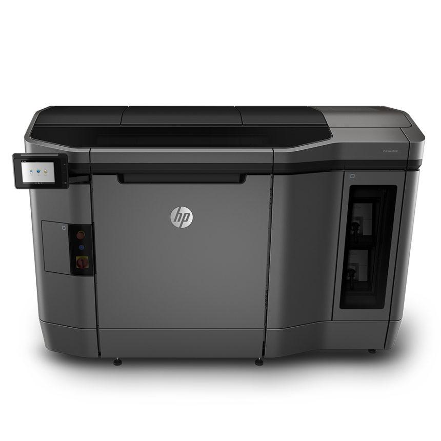 Volkswagen Navarra estrena una impresora 3D que crea útiles del nuevo T-Cross.