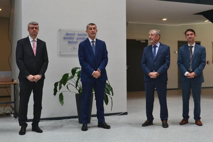 El Primer Ministro de República Checa inaugura el nuevo Centro de Formación profesional de TOS VARNSDORF