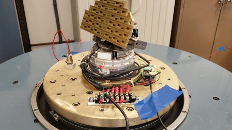 Los encóderes RESOLUTE™ mejoran la precisión de posicionamiento y la resolución de las antenas de RF hasta cien veces